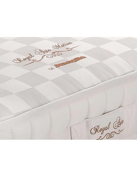 Colchón Royal Arte Motion de Dunlopillo. Asas laterales bordadas con el nombre del modelo. Facilitan el giro del colchón.